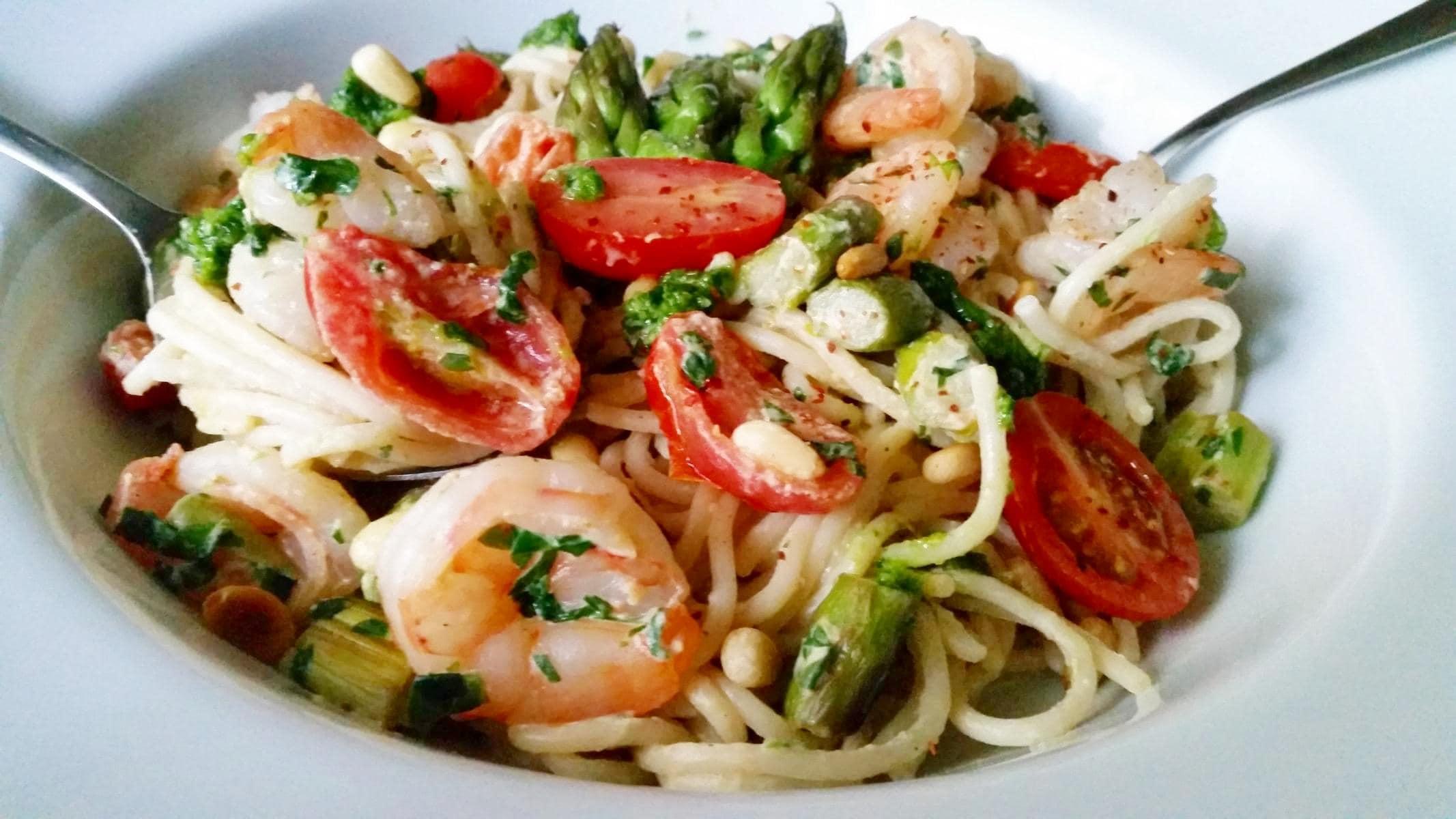 Spaghetti mit Bärlauch, Garnelen und grünem Spargel