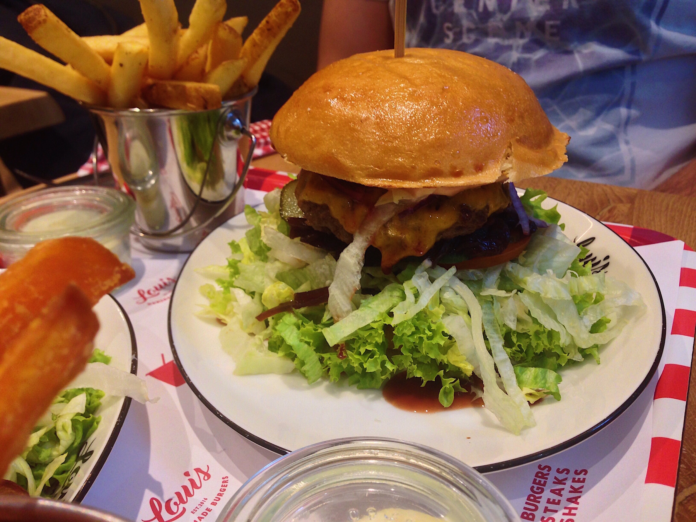 louis burger hannover finest burgers steaks review mimi rose. Black Bedroom Furniture Sets. Home Design Ideas
