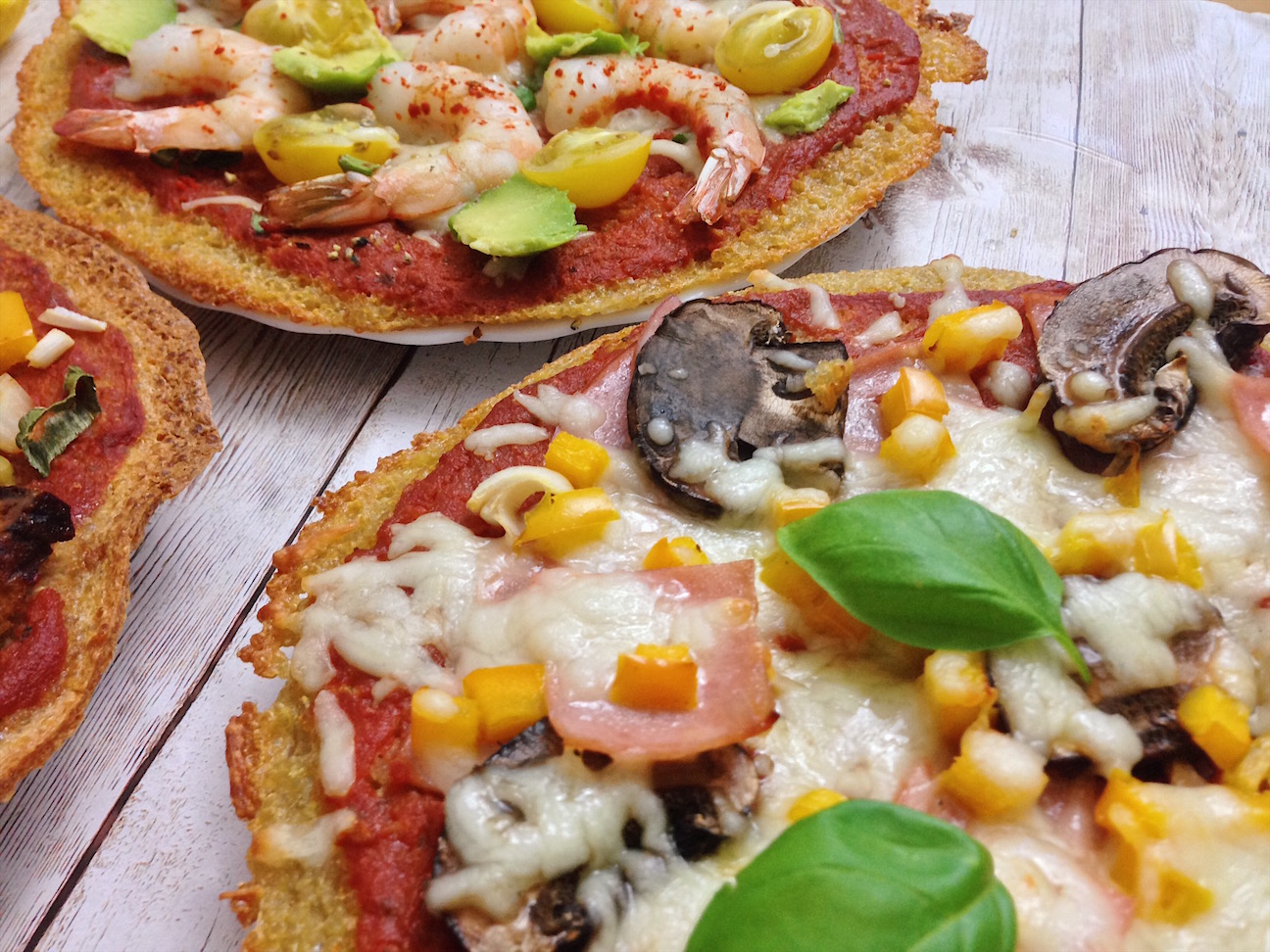 Einfache Low Carb Pizza mit Quinoa + fixe Tomatensoße